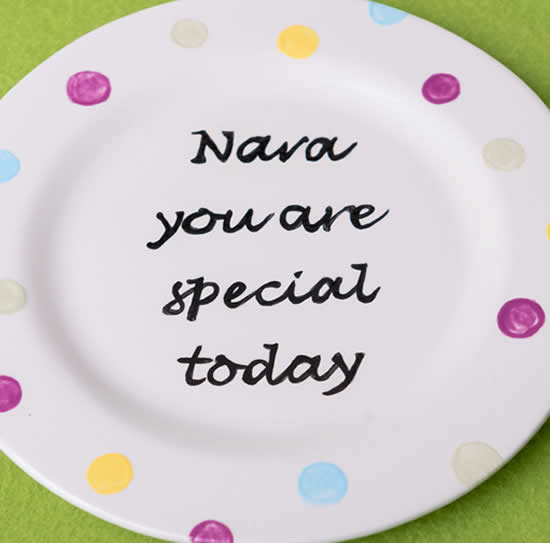 Personalised hand-painted message on plate for Mothers Day gift.