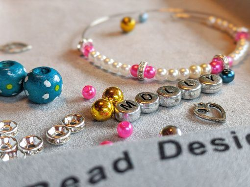 jewellery-party-beads-and-bracelet-charms-personalised